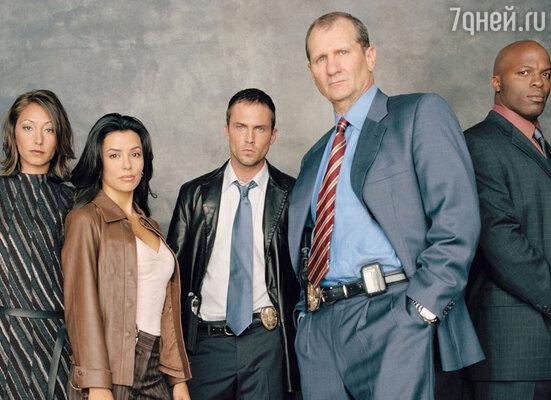 В телесериале «Прочная сеть», посвященном будням полицейских, Ева (слева) целый сезон играла детектива
