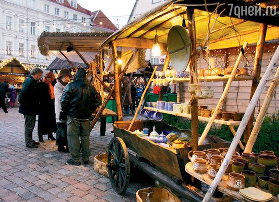 Рождественский базар работает ровно месяц. На следующий день после Рождества все эти повозки исчезнут