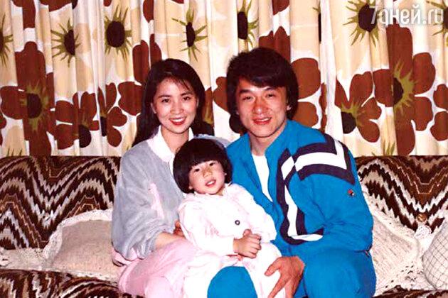 Джеки Чан с женой Джоан и сыном Джейси