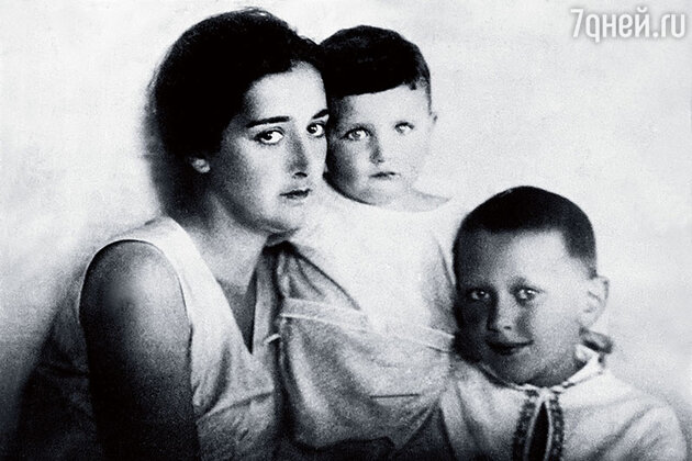 Нато Вачнадзе с сыновьями: Георгием и Эльдаром Шенгелая