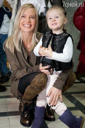 Глюк'OZa (Наталья Ионова) с дочкой Лидой
