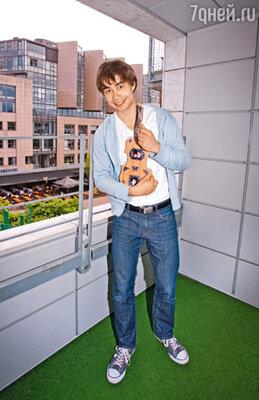 Музыкант на балконе своей квартиры