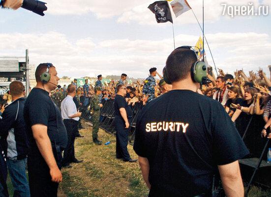 На любом крупном шоу охранники находятся в эпицентре событий