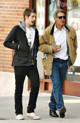 Форд с сыном от второго брака Малкольмом в Нью-Йорке. 2007 год...