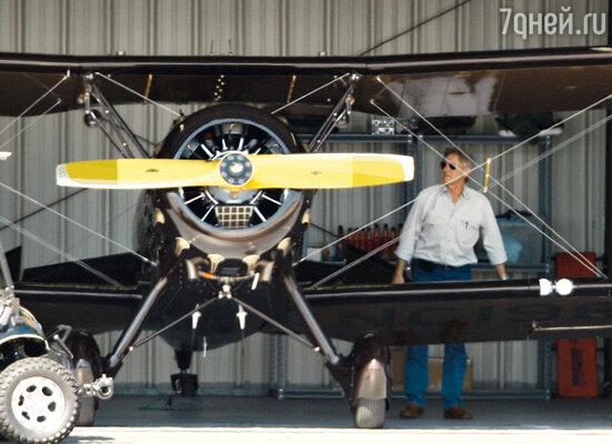 Однажды Калиста сказала Форду: «Милый, я полечу с тобой! Ведь я доверяю тебе во всем!» Теперь она не только летает с Фордом, но и выполняет роль второго пилота!