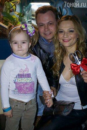 Владимир Левкин с семьей