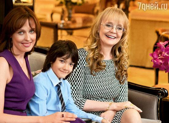 Наталия Белохвостикова с дочерью Натальей и сыном Кириллом