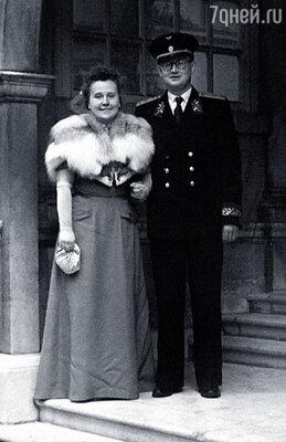 Родители познакомились в Канаде: папа служил поверенным в делах в советском посольстве, мама работала переводчицей