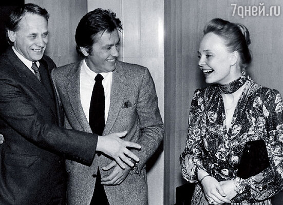 Наталия Белохвостикова, Владимир Наумов  и Ален Делон на премьере картины «Тегеран-43»