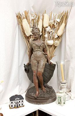 «Купальщица с пышными бедрами, сделанная из цинка, куплена в антикварной лавке в Самаре»