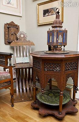 Спальня оформлена воттоманском стиле иобставлена старинной турецкой мебелью конца ХIХ века