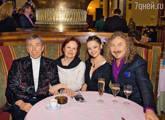 Юрий Николаев, его жена Элеонора, Юлия Проскурякова и Игорь Николаев