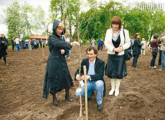 Евгений Князев с женой Еленой (слева) и сестрой Мариной (справа)