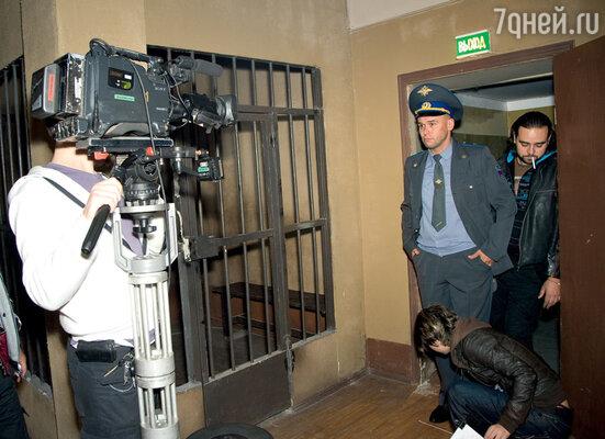 Съемки проходили в здании бывшего павильона «Космос» на ВВЦ, где из гипсокартона выстроили отделение милиции