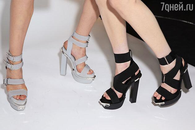 Модель показа Versace