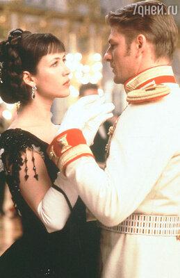 Марсо мечтала сыграть Анну Каренину, но съемки проходили тяжело и могли бы закончится провалом, если бы не энтузиазм ее возлюбленного, продюсера Джима Лемли. (Софи Марсо и Шон Бин в фильме «Анна Каренина». 1997 г.)