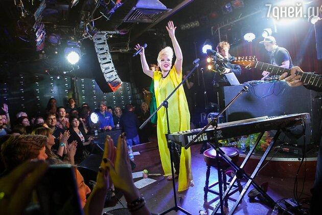 Сольный концерт Тины Кузнецовой в клубе «16 тонн»