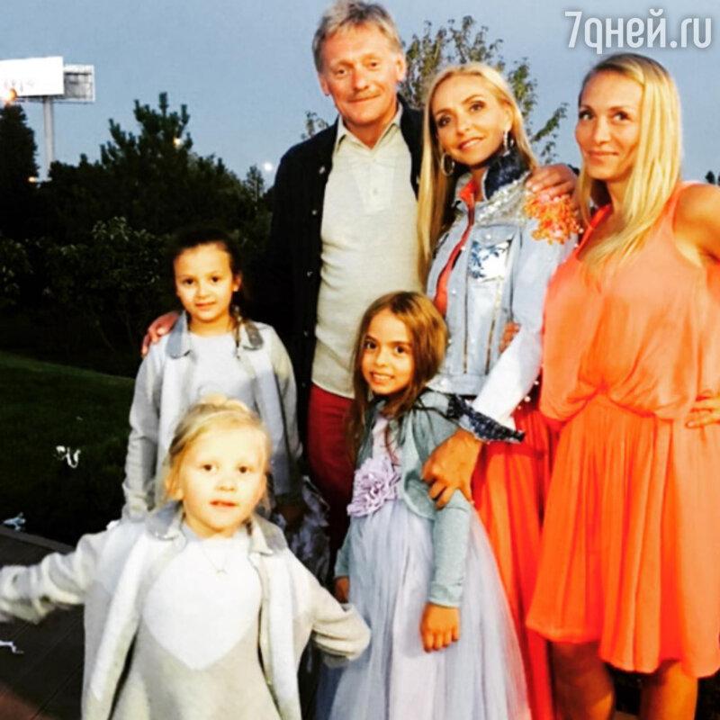 Стас Михайлов ссемьёй посетил роскошный праздник вчесть дочери Татьяны Навки