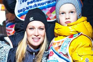 Судзиловская и Мерзликин прокатились на лыжах с «особыми» детьми