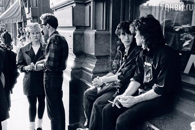 Виктор Цой с Джоанной Стингрей, Артемием Троицким и Юрием Каспаряном, Ленинград, 1986 год