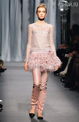 ...а так же представить в каждой модели все визуальные особенности искусства закройщиков, портных и вышивальщиц. «Chanel»