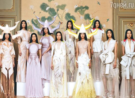 Новая коллекция Дома «Givenchy» состояла всего из восьми платьев