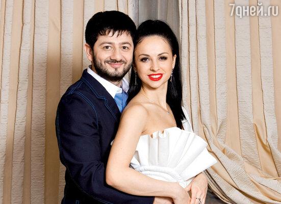 С супругой Викторией