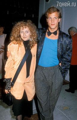 С одной из своих многочисленных подружек актрисой Кэрол Кэйн. 1986 г.