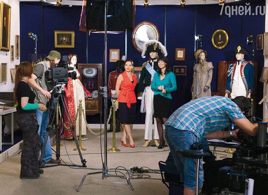 По сюжету тележурналистка Марина (Ирина Лачина) берет интервью у директора музея Юлии (Екатерина Редникова)