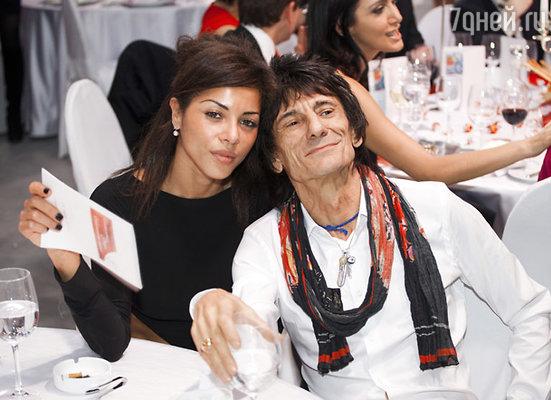 Ронни Вуд и его подруга, модель Ана Клаудиа Аруджо