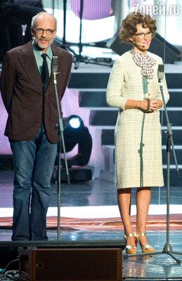 Ведущие церемонии - Александр Гордон и Ксения Собчак