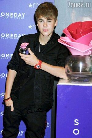 Миллионы девочек-подростков в одночасье раскупили первый парфюм, созданный Джастином Бибером