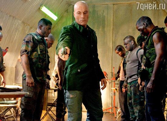 Кадр из фильма «Универсальный солдат 4»