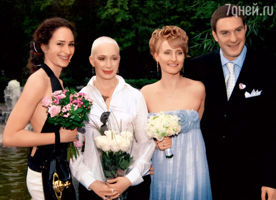 С дочкой Лизой на свадьбе Филиппа и Насти. 2008 г.