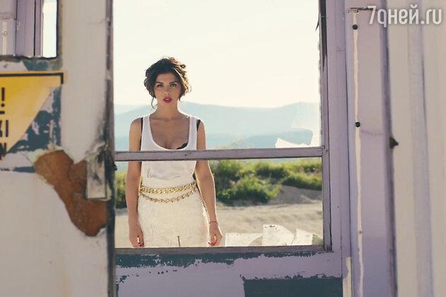 Анна Седокова в клипе на песню «Дотронься»