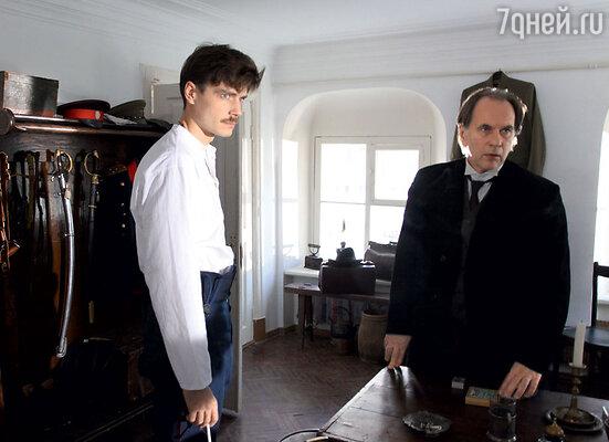 Алексею Гуськову (справа) досталась роль врача