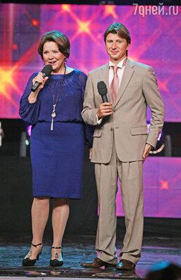 Ведущие - Лариса Голубкина и Алексей Ягудин