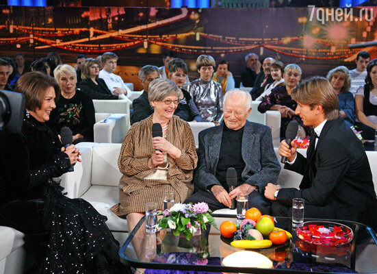 В первой программе будут вспоминать творчество Леонида Гайдая. В центре - жена Гайдая актриса Нина Гребешкова и сценарист Яков Костюковский