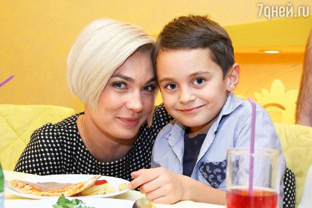 Юлия Костюшкина с сыном