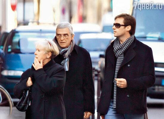 С отцом Крисом и мачехой Элизабет