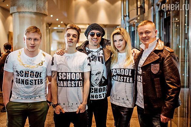 Дмитрий Нагиев и актеры сериала «Физрук»