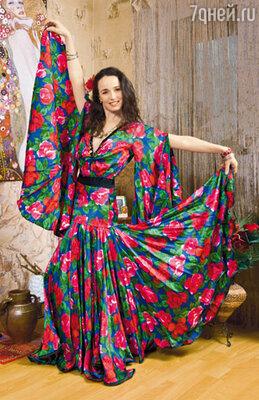 В гардеробе Валерии Ланской десятки концертных платьев, некоторые перешли к ней по наследству от мамы