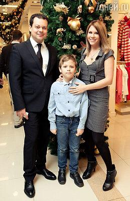 Андрей Круглов и Анастасия Макаревич с сыном
