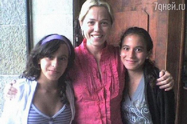 Вероника Виейра с дочерьми, 2013 г.