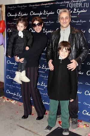 Пабло Новак с семьей, 2013 г.
