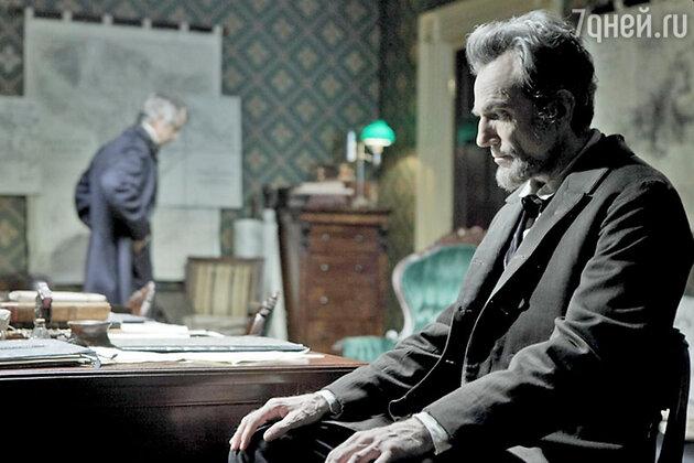 Дэниел Дэй-Льюис в фильме «Линкольн». На сегодняшний день Дэй-Льюис является единственным в истории трехкратным лауреатом «Оскара» за главную мужскую роль