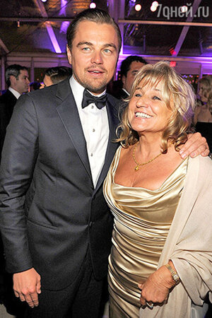 Леонардо Ди Каприо c мамой. Актер боролся за «Оскар» сразу в двух номинациях, но снова ушел без заслуженной статуэтки