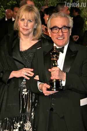 Режиссер Мартин Скорсезе после семи предыдущих попыток, наконец, получил заветную статуэтку за лучшую режиссуру фильма «Отступники»