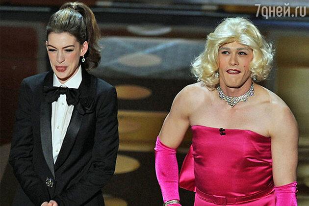 28-летняя актриса Энн Хэтэуэй и 32-летний актер Джеймс Франко провели церемонию, если честно, так себе