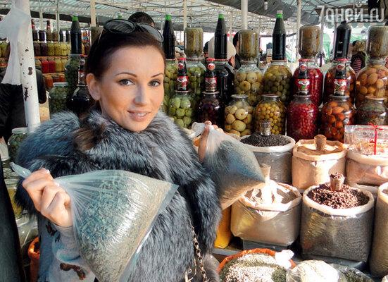 На бакинском рынке Анфиса купила специи